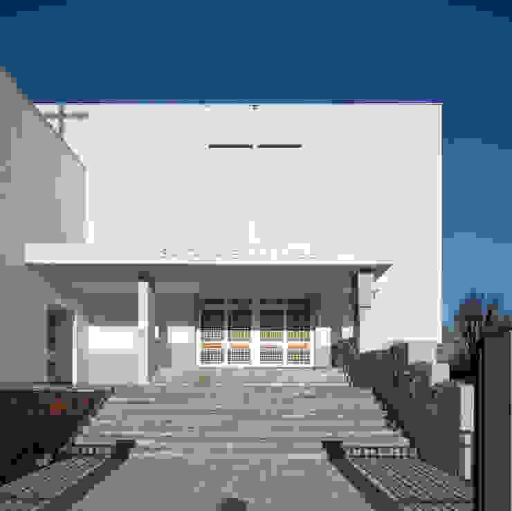 facciata di ingresso Sedi per eventi in stile minimalista di Comoglio Architetti Minimalista
