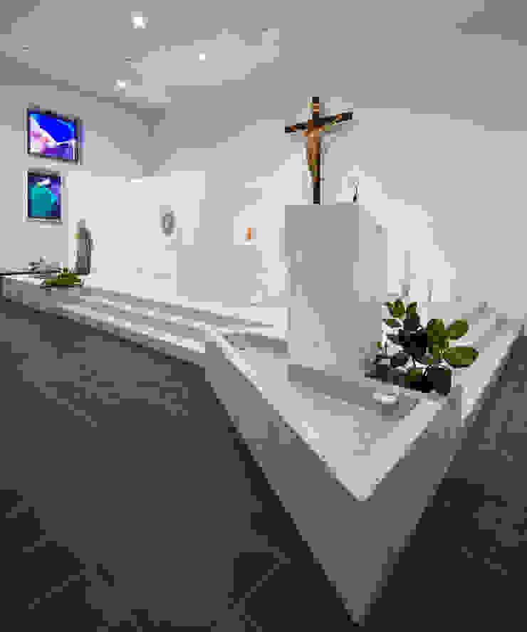 presbiterio - ambone e vasca battesimale Sedi per eventi in stile minimalista di Comoglio Architetti Minimalista
