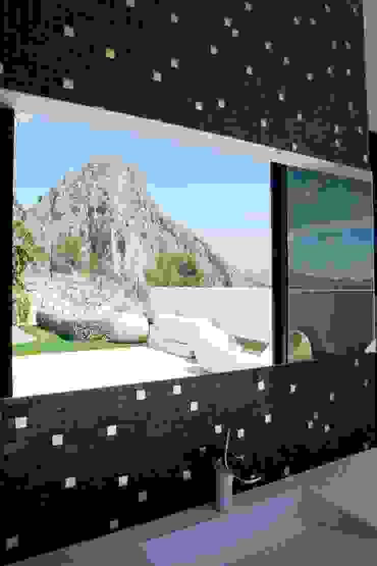Baños de estilo moderno de Spainville Inmobiliaria Moderno