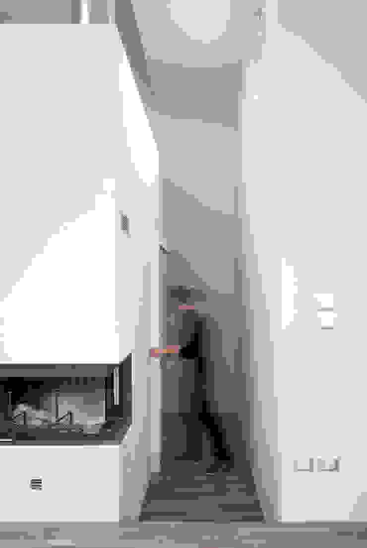 modern  door LADO architetti, Modern