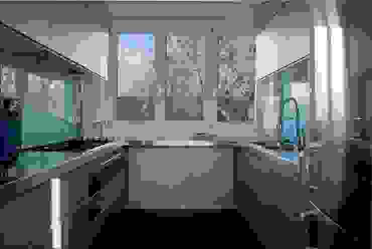 Casa sui cortili Küche von Calzoni architetti