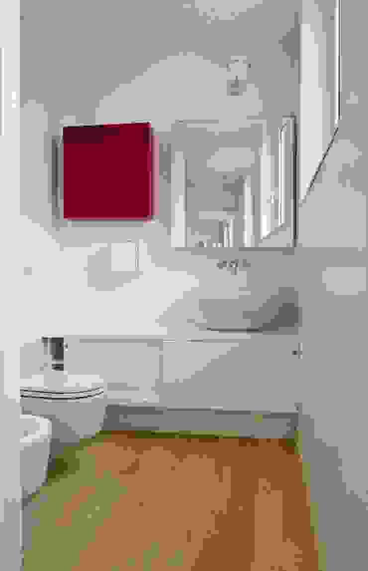 화장실 by Calzoni architetti