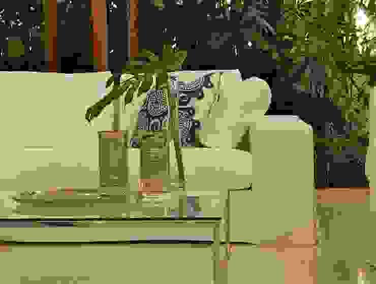 Living room par Lichelle Silvestry Interiors Tropical