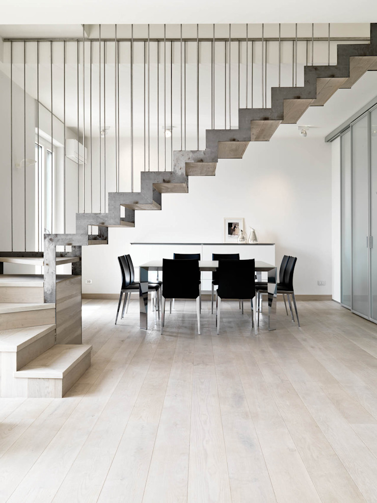 Recupero Sottotetto – Duplex 2 Ingresso, Corridoio & Scale in stile moderno di enzoferrara architetti Moderno