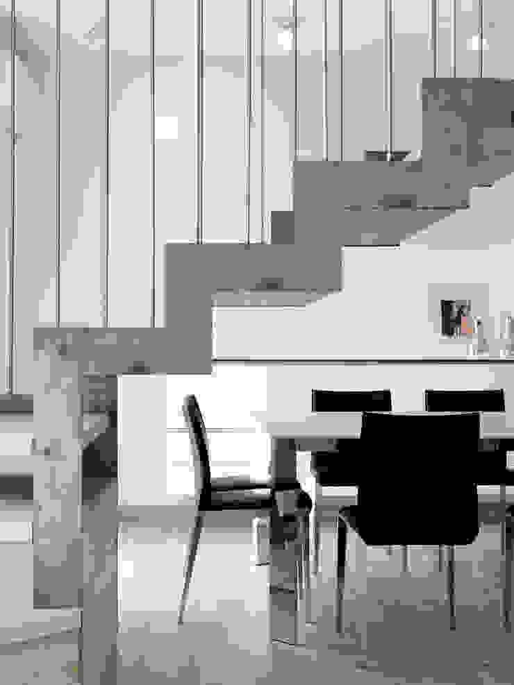 Recupero Sottotetto – Duplex 2 di enzoferrara architetti Moderno