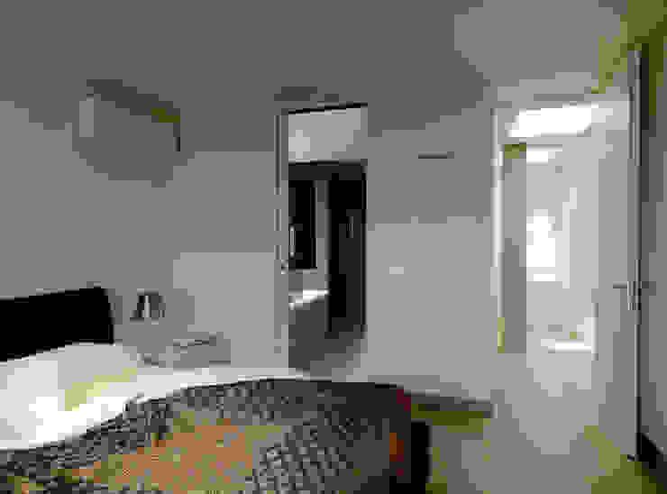 Recupero Sottotetto – Duplex 2 Camera da letto moderna di enzoferrara architetti Moderno