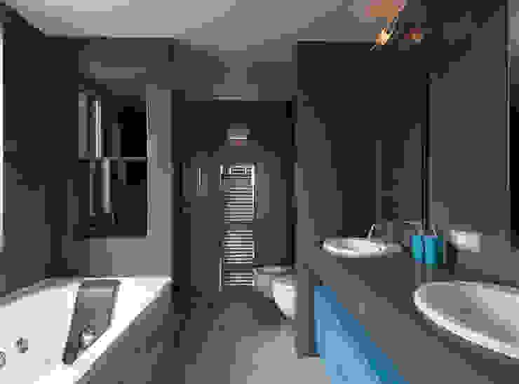 Recupero Sottotetto – Duplex 2 Bagno moderno di enzoferrara architetti Moderno