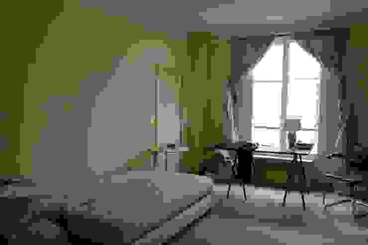 Before kids bedroom Chambre classique par homify Classique