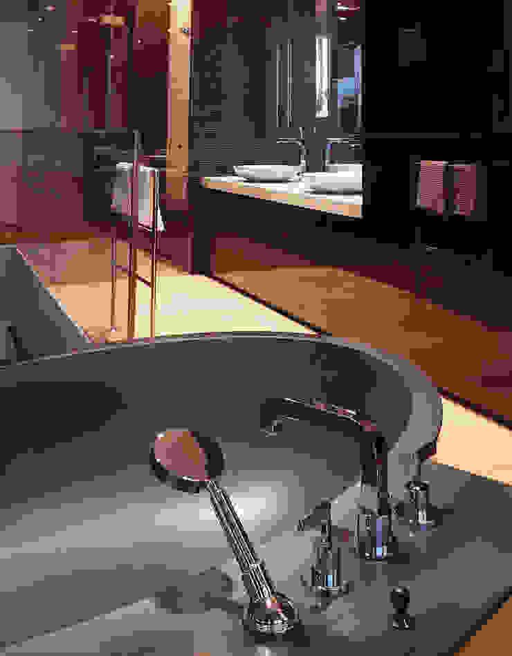 Baños de estilo moderno de Davide Rizzo Moderno