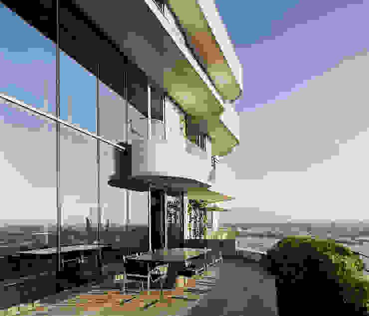 Balcones y terrazas de estilo moderno de Davide Rizzo Moderno