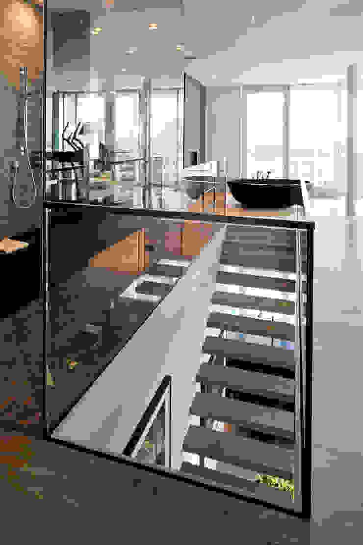 Pasillos, vestíbulos y escaleras de estilo moderno de Davide Rizzo Moderno