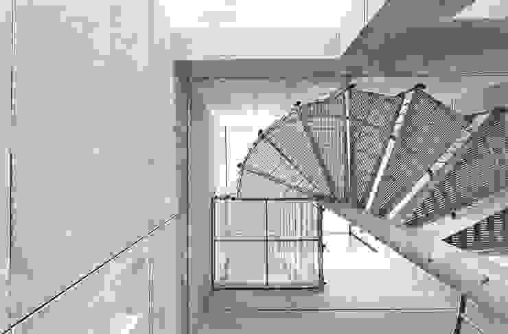 AR Design Studio- Lighthouse 65 Pasillos, vestíbulos y escaleras modernos de AR Design Studio Moderno
