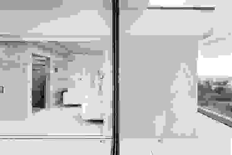AR Design Studio- Lighthouse 65 Balcones y terrazas modernos: Ideas, imágenes y decoración de AR Design Studio Moderno