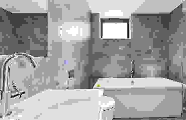 AR Design Studio- Lighthouse 65 Modern bathroom by AR Design Studio Modern
