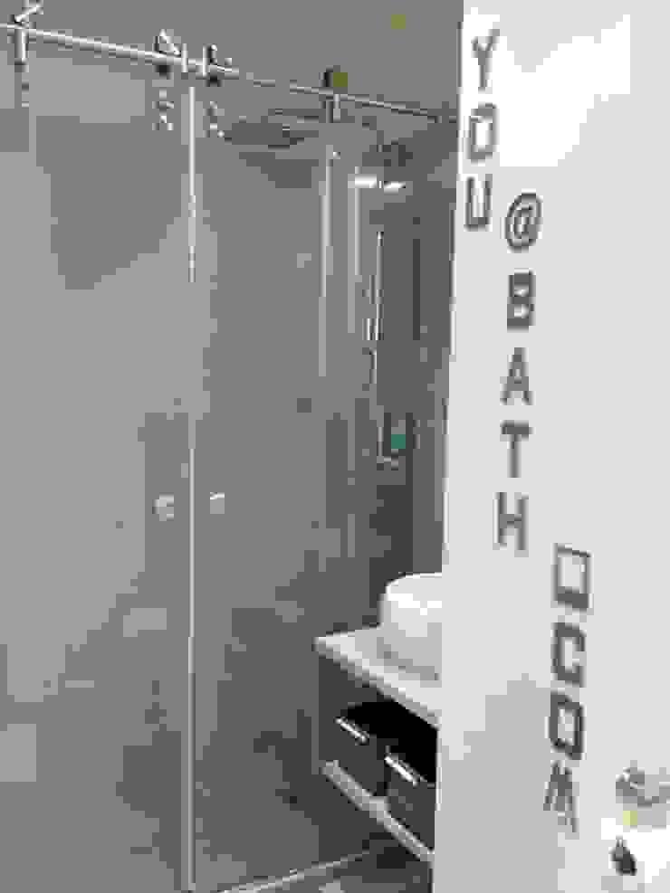 Modern bathroom by Texture Designed by G. Modern