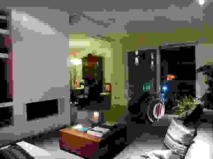 Living Soggiorno moderno di Blocco 8 Architettura Moderno