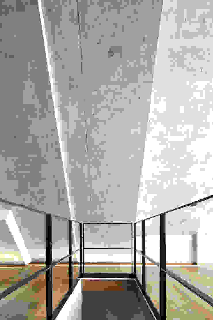 Pasillos, vestíbulos y escaleras: Ideas, imágenes y decoración de Peter Haimerl . Architektur