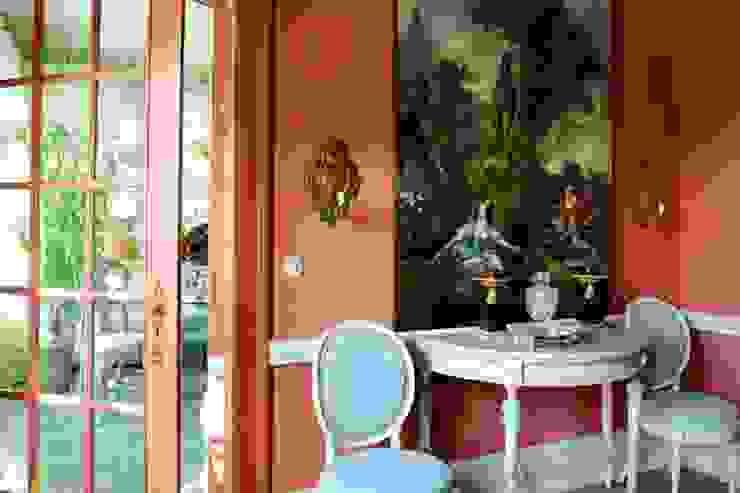 Zeitlos klassisch… als wär´s schon immer so gewesen! Klassischer Flur, Diele & Treppenhaus von THORA TOWN & COUNTRY Klassisch