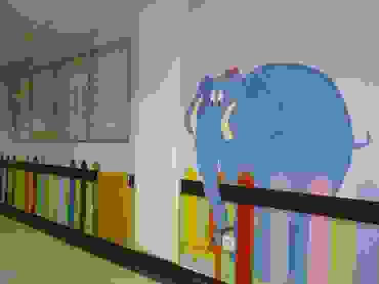 Murales pintados en el pasillo de Pediatría. Hospital Santa Bárbara. Puertollano (Ciudad Real) Hospitales de estilo moderno de MURALES MARAVILLOSOS Moderno