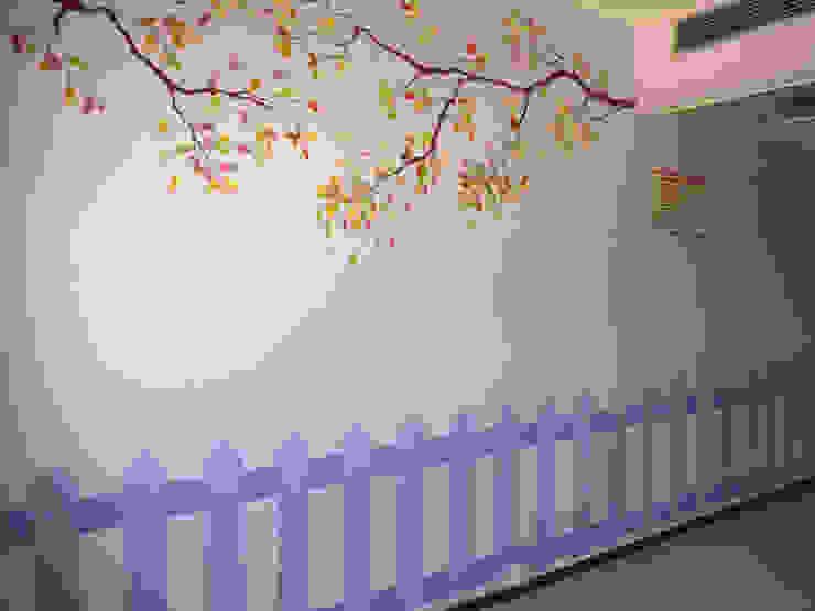 Murales pintados en la Sala de Lactancia. Hospital Santa Bárbara. Puertollano (Ciudad Real) Hospitales de estilo moderno de MURALES MARAVILLOSOS Moderno