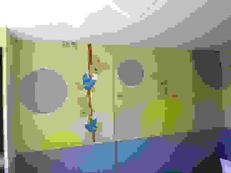 Murales pintados en la Consulta de Pediatría. Hospital Santa Bárbara. Puertollano (Ciudad Real) Hospitales de estilo moderno de MURALES MARAVILLOSOS Moderno