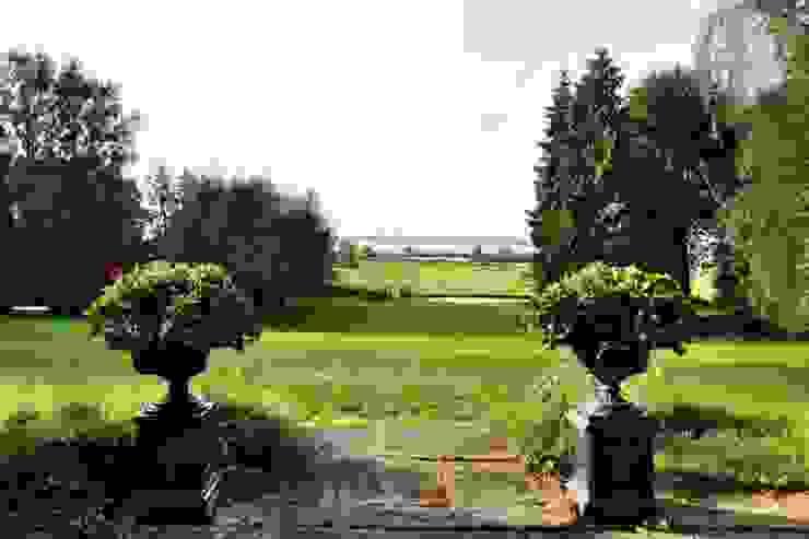 Zeitlos klassisch… als wär´s schon immer so gewesen! Klassischer Garten von THORA TOWN & COUNTRY Klassisch