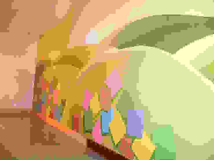 Mural realizado sobre pared. Hospital Nuestra Señora de La Candelaria. Santa Cruz de Tenerife Hospitales de estilo moderno de MURALES MARAVILLOSOS Moderno
