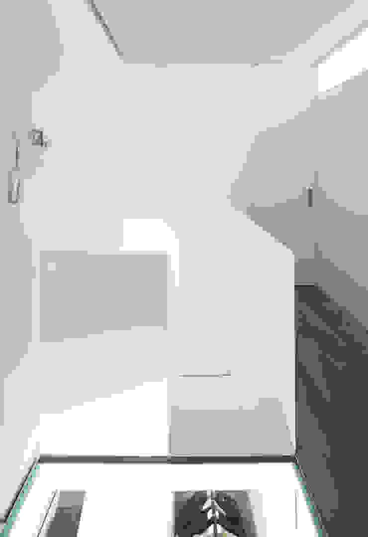 Pasillos, vestíbulos y escaleras de Arch. Nunzio Gabriele Sciveres