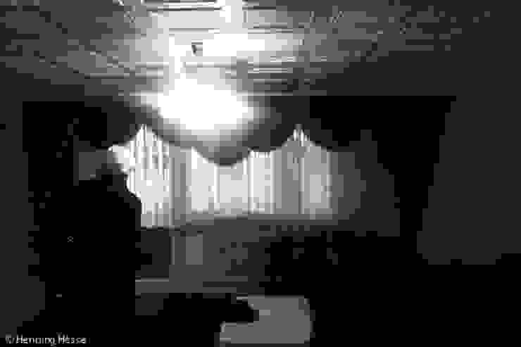 Davor Moderne Wohnzimmer von Alexander John Huston Modern