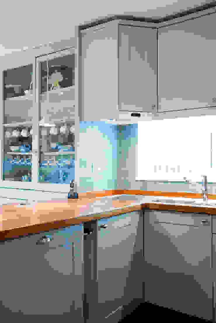 A Scandi Kitchen & Dining Room with an Arty Edge Cocinas de estilo escandinavo de Cathy Phillips & Co Escandinavo