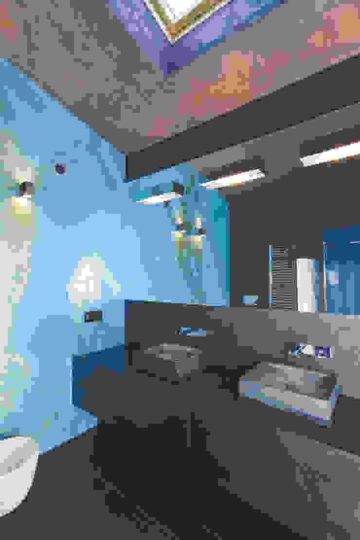 Casa Victoire Bagno moderno di Enrico Muscioni Architect Moderno