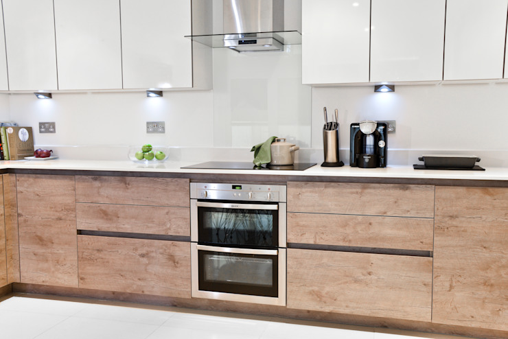 A Cool Modern Family Kitchen / Diner Modern kitchen by Cathy Phillips & Co Modern