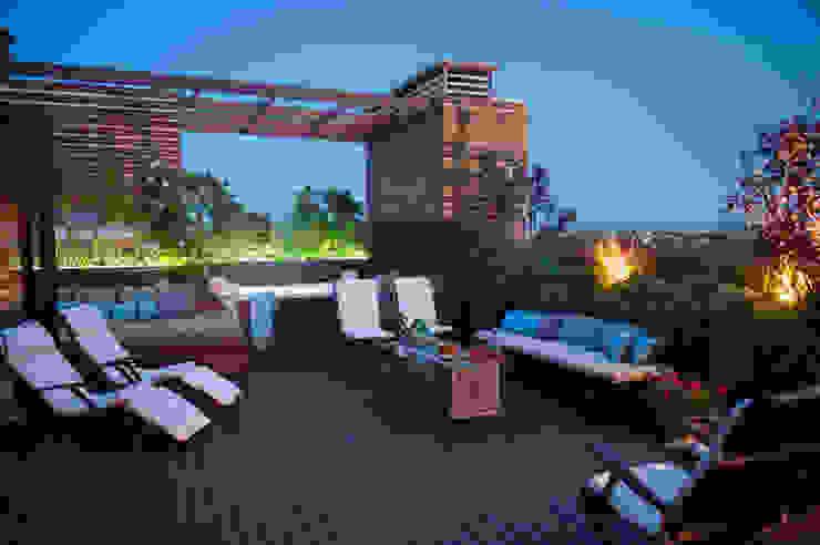 Una terrazza tutta da vivere Studio Architettura del Paesaggio Giardini Giordani di Luigina Giordani Tetto piano