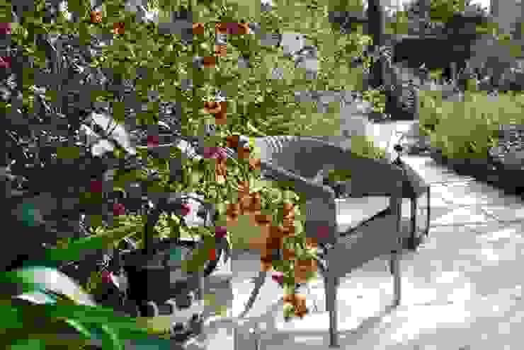 Jardin de style  par Giardini Giordani,
