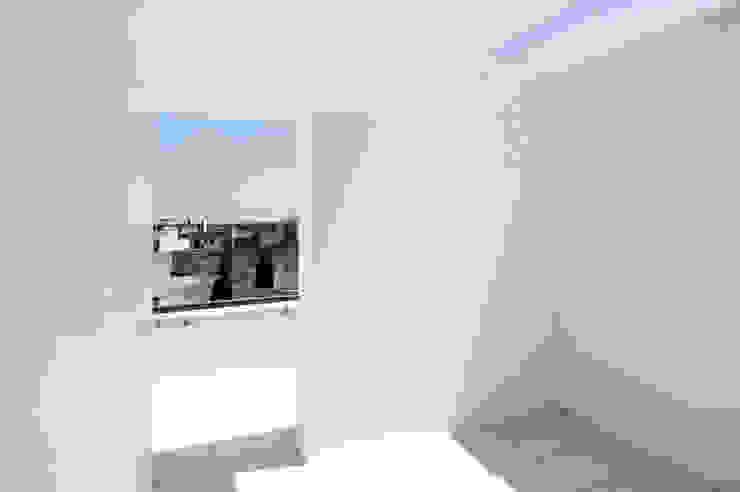 Patio al piano di copertura Balcone, Veranda & Terrazza in stile mediterraneo di (dp)ªSTUDIO Mediterraneo