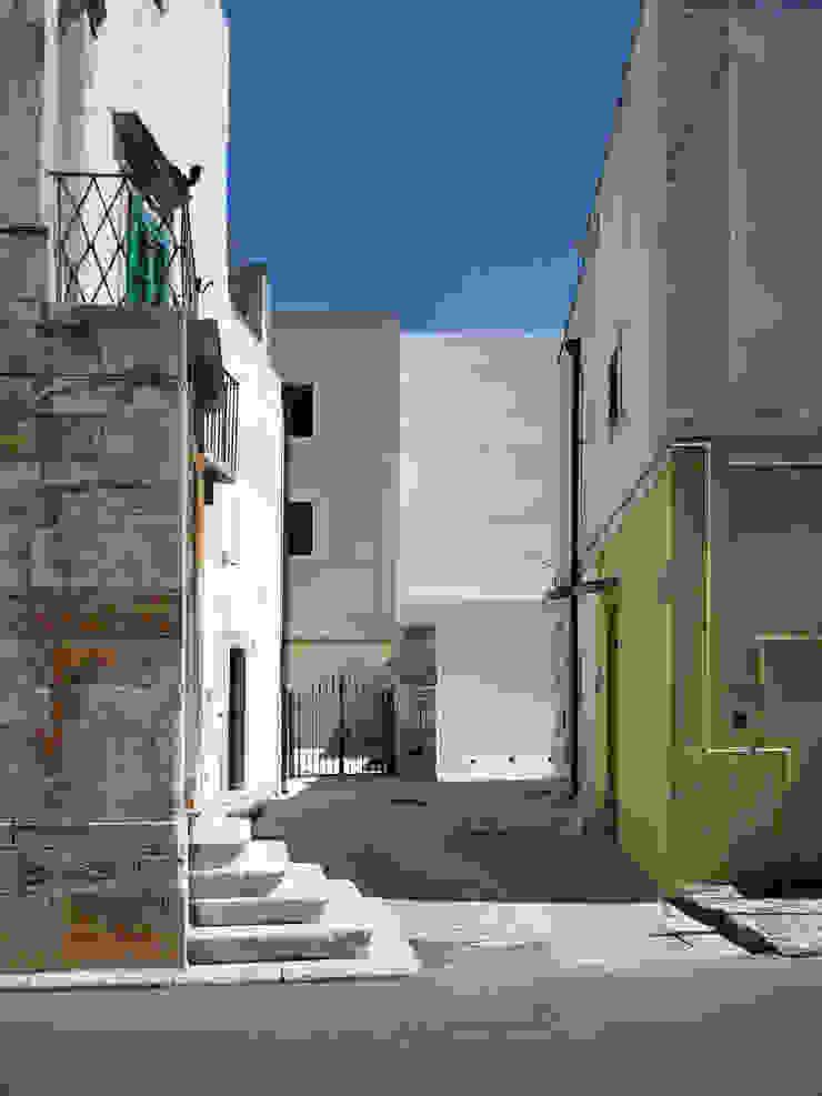 CM house by (dp)ªSTUDIO Середземноморський