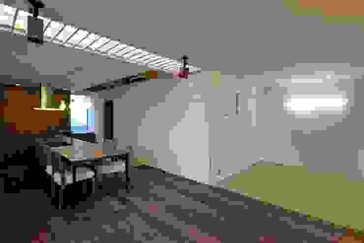 Salas de estilo ecléctico de eu建築設計 Ecléctico