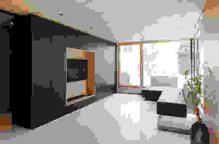 现代客厅設計點子、靈感 & 圖片 根據 FORMAT ELF ARCHITEKTEN 現代風