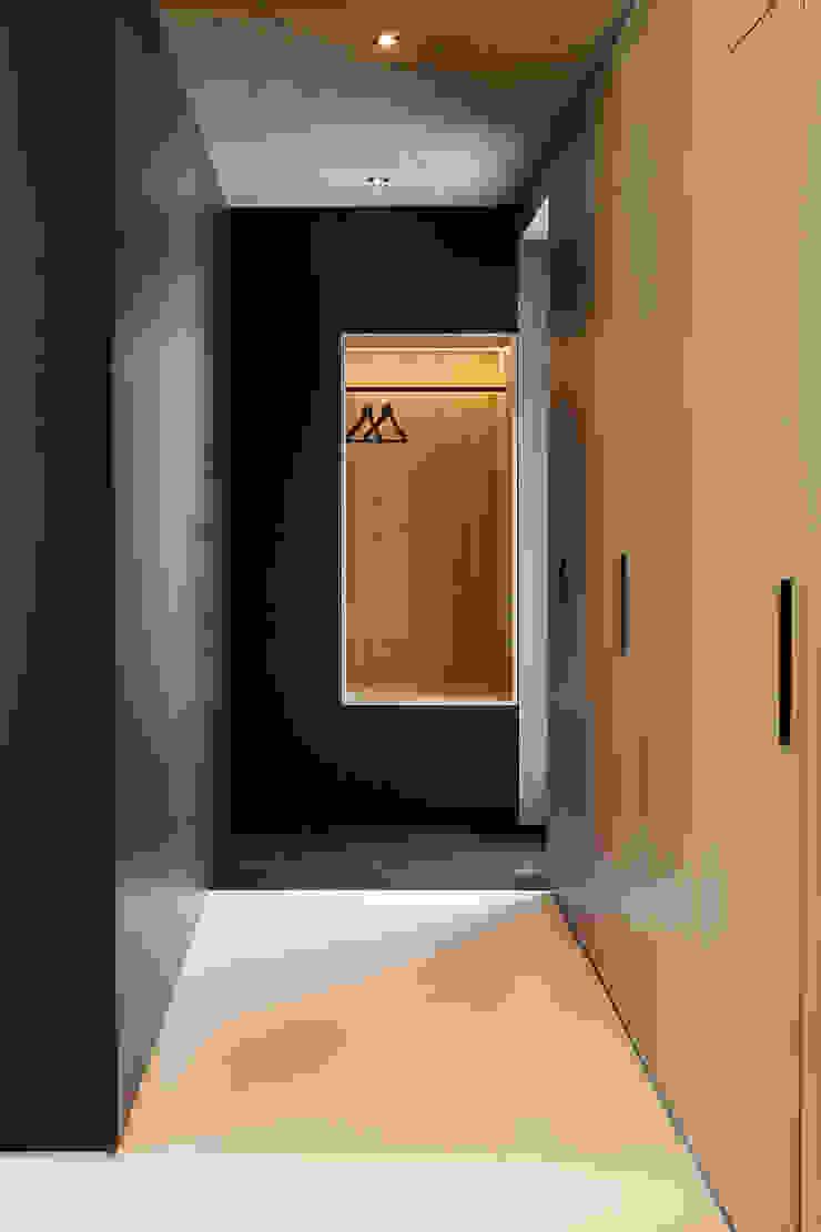 House B Moderne Ankleidezimmer von FORMAT ELF ARCHITEKTEN Modern