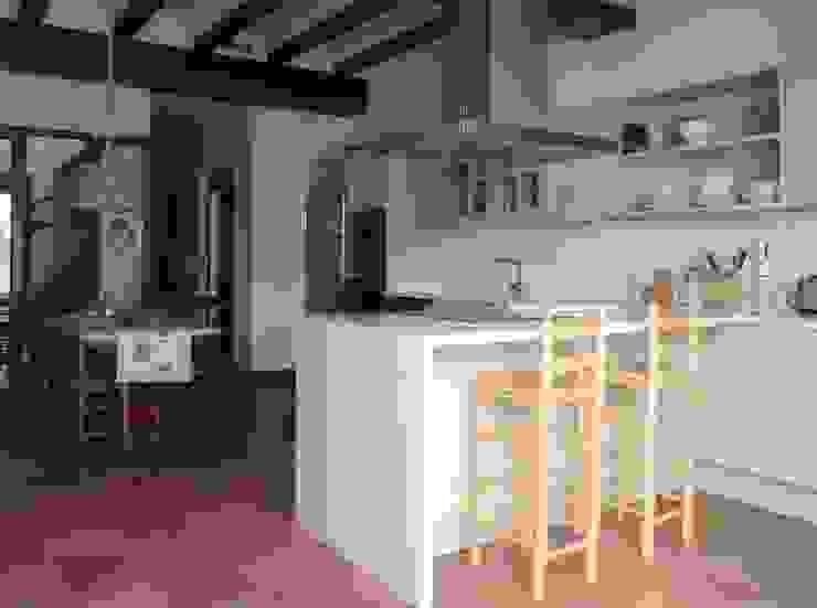 クラシックデザインの キッチン の Sobre Cocinas クラシック