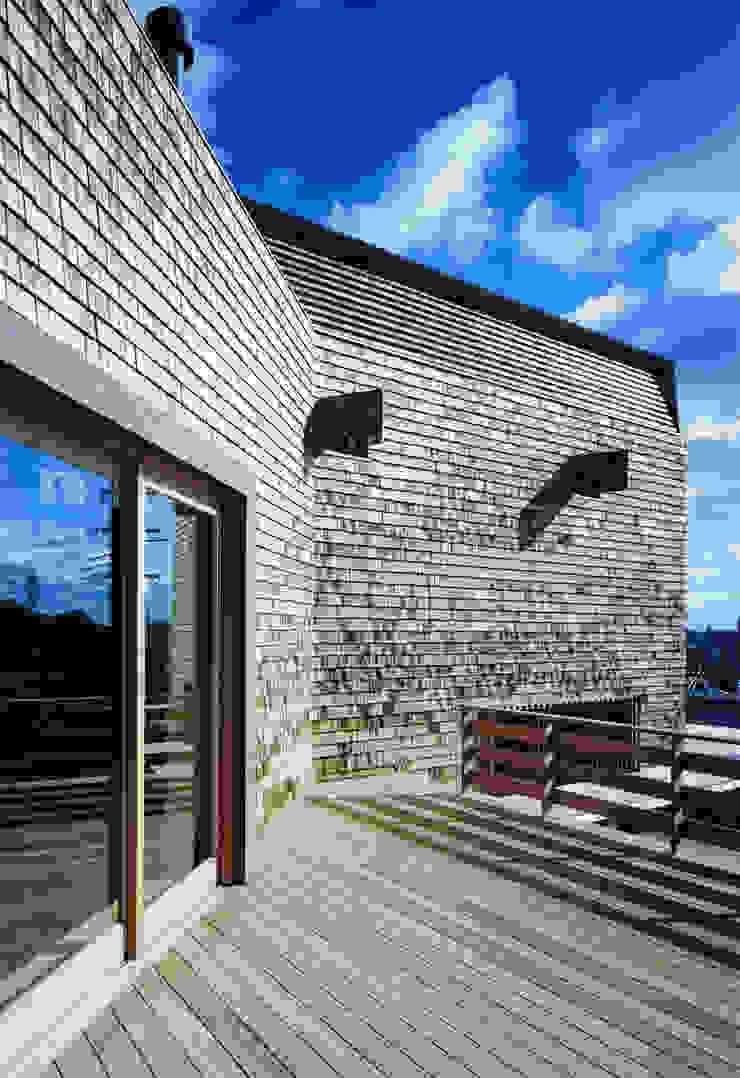 House Outsider Art オリジナルデザインの テラス の eu建築設計 オリジナル