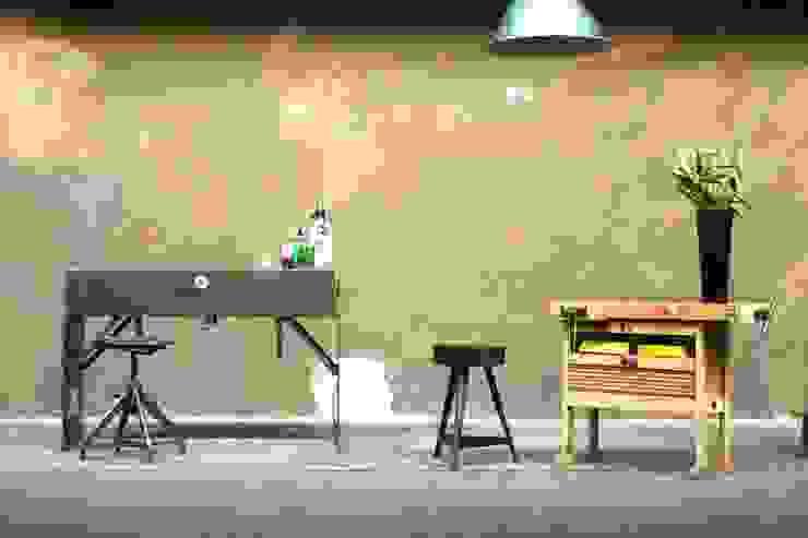 Hausbar Industrialer Multimedia-Raum von works berlin Industrial