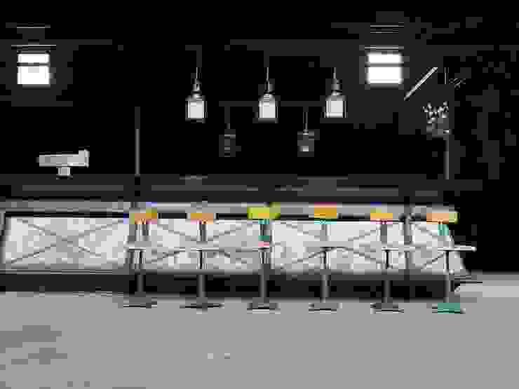 Vintage Fabrkstühle Industrialer Multimedia-Raum von works berlin Industrial