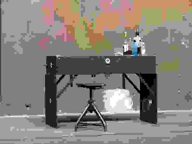 Armeekiste aus Metall als Sideboard: industriell  von works berlin,Industrial