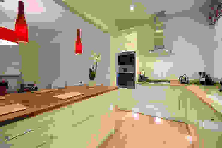 Creation of an open plan kitchen Modern kitchen by Emmanuelle Lemoine Interiors Modern