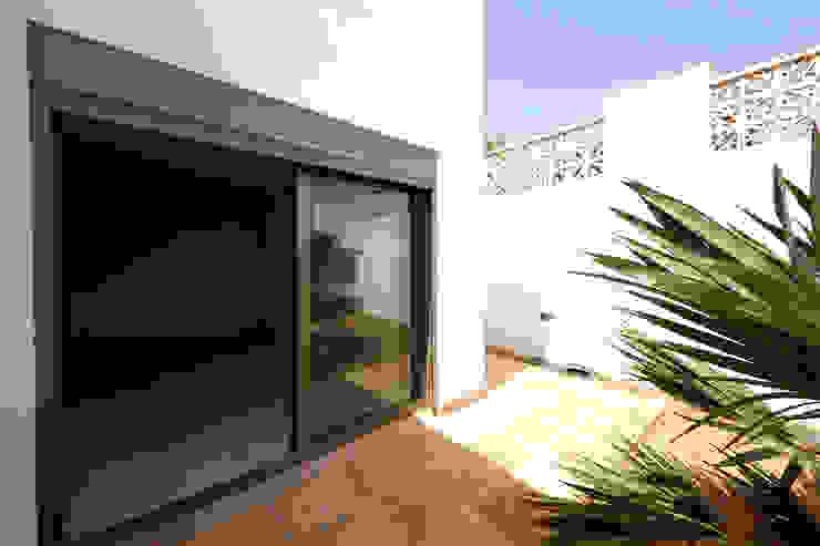 Modern Balkon, Veranda & Teras Marco Barbero Modern