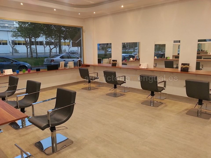 Reforma de local convertido en peluquería. Salones de estilo moderno de MUMARQ ARQUITECTURA E INTERIORISMO Moderno