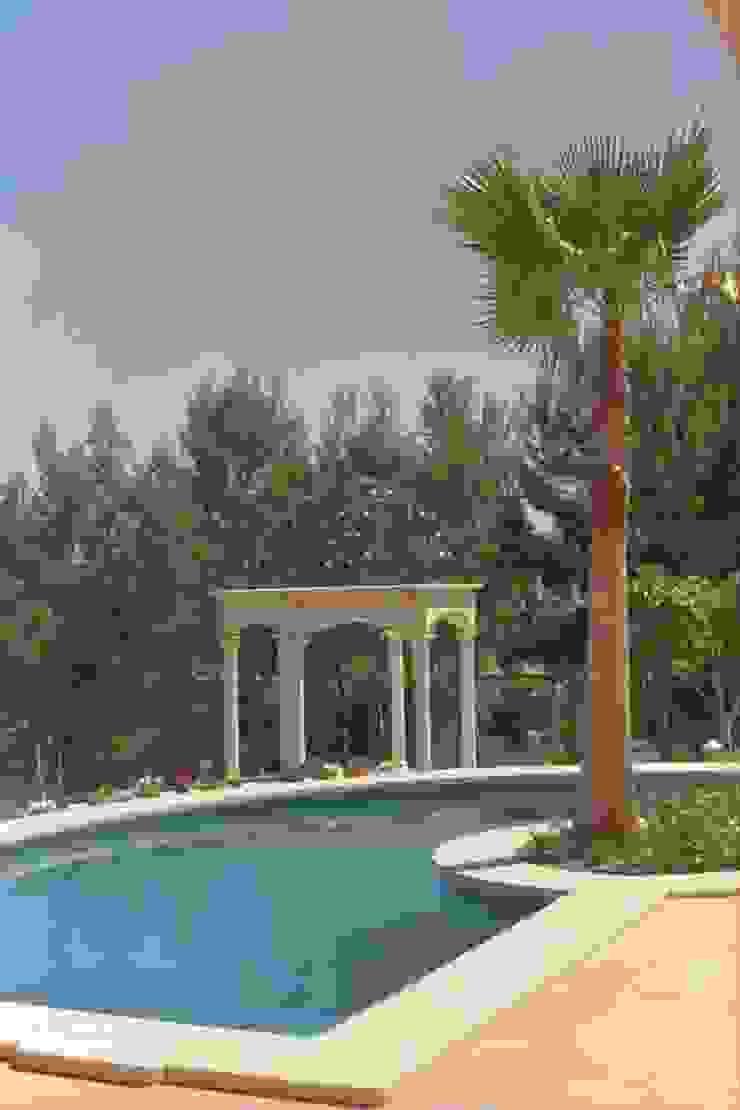 Blattvergoldung eines Pavillion Mediterrane Pools von Illusionen mit Farbe Mediterran