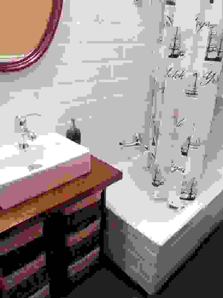 Reforma de un pequeño baño Baños de estilo ecléctico de Dec&You Ecléctico