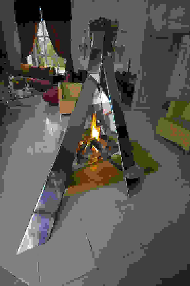 """cheminée """"feu de camp"""" par Bloch Design Moderne"""
